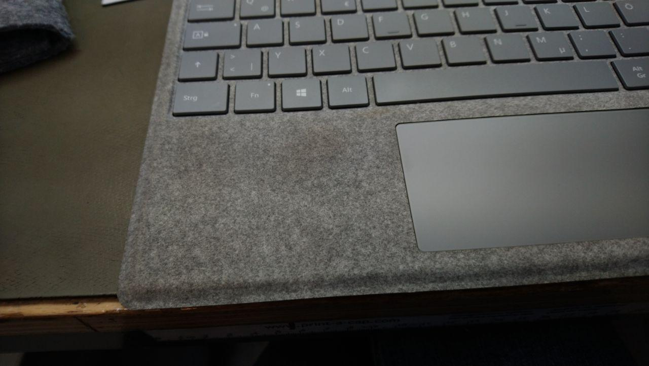 Microsoft Signature Type Cover für Surface Pro, Alcantara-Bezug, Platin Grau vergilbt an...